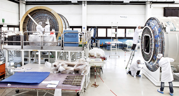 Moduli PCM Cygnus (pressurized cargo module) in fase di integrazione e test in camera pulita Thales Alenia Space