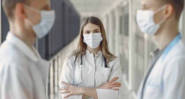 medici con mascherina