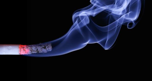 Diminuiscono i fumatori in Europa