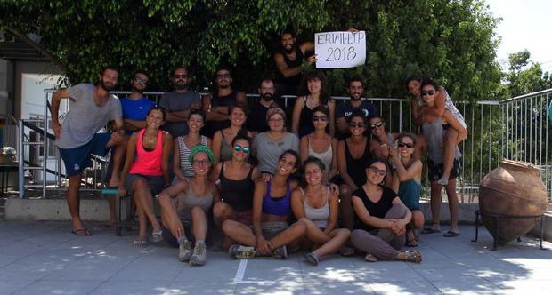 Studenti e ricercatori della Campagna Archeologica Italiana a Erimi