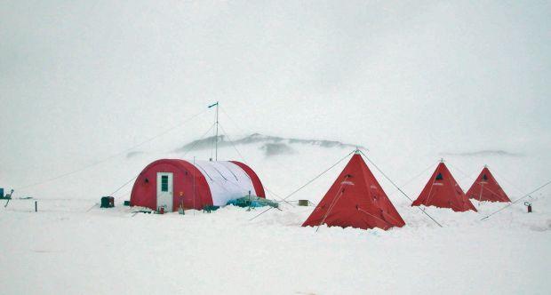 Foto di una passata spedizione del Dipartimento di Scienze della Terra al Byrd Glacier